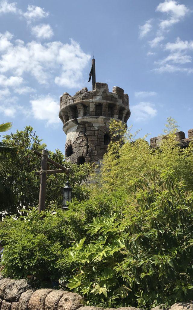 La tour de l'attraction pirates des caraïbes