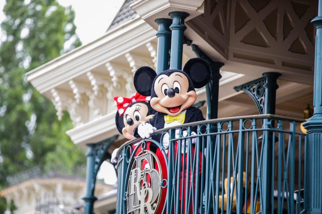 Mickey et Minnie vous saluent depuis Main Street Station