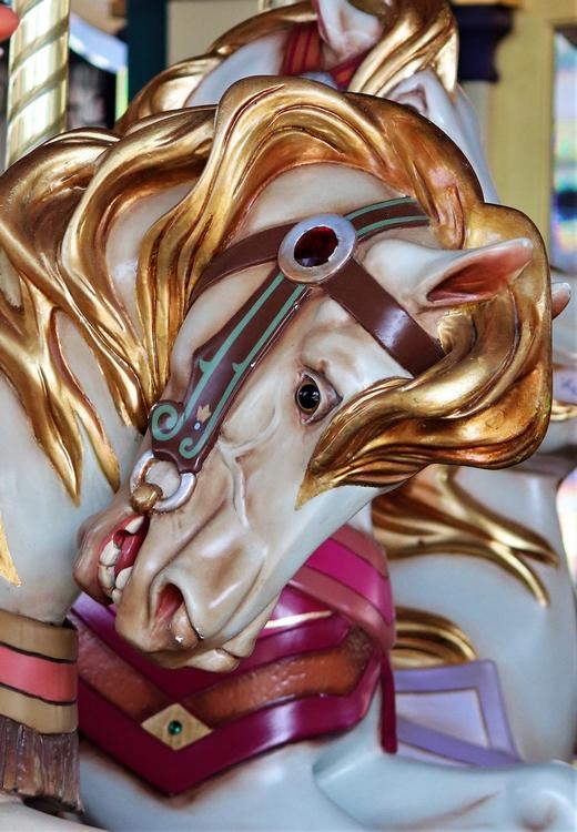 Un cheval de bois du caroussel de Lancelot