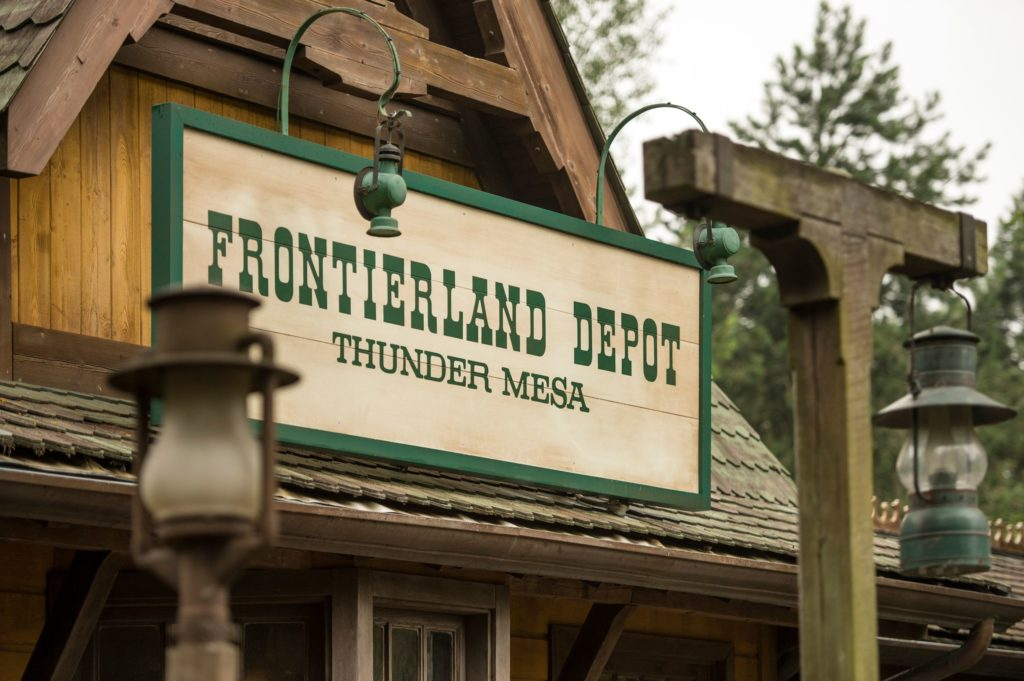 Sign of the station OF Frontierland: Frontierland Depot Thunder Mesa