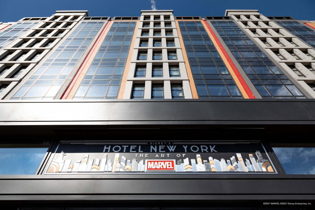 L'entrée du  Disney's Hotel New-York The Art of MArvel.