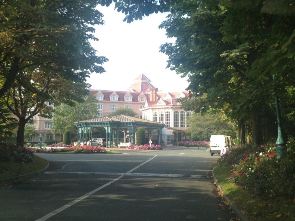 DISNEYLAND HOTEL ENTRANCE