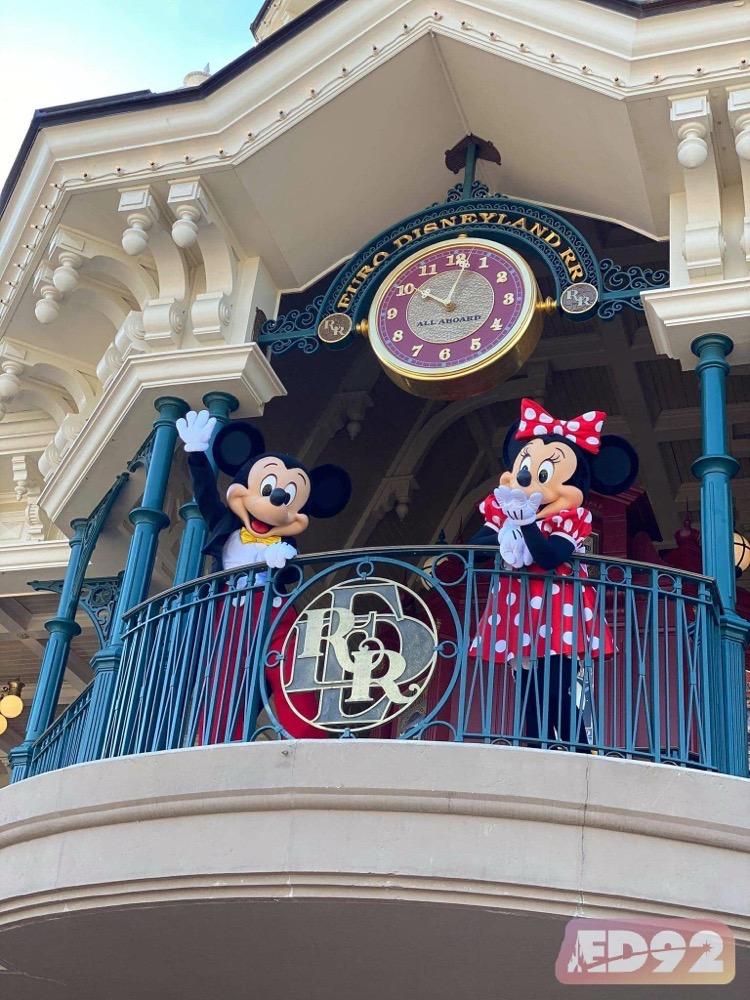 Mickey et Minnie vous saluent depuis la gare de Main Street Usa