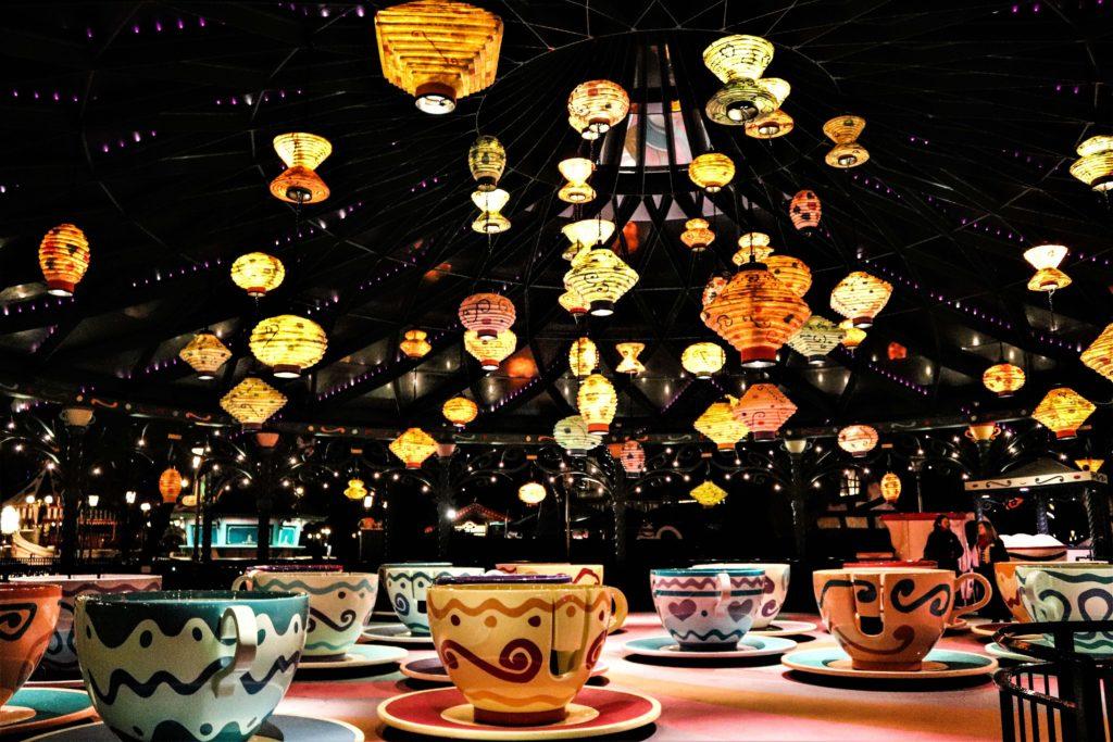 Fatasyland, les tasse de l'attraction Mad Hatter's tea cups