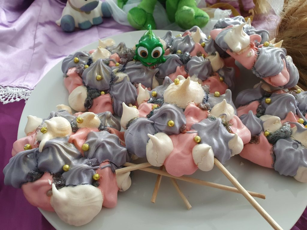 A plate of meringue lollipops, we see Pascal.
