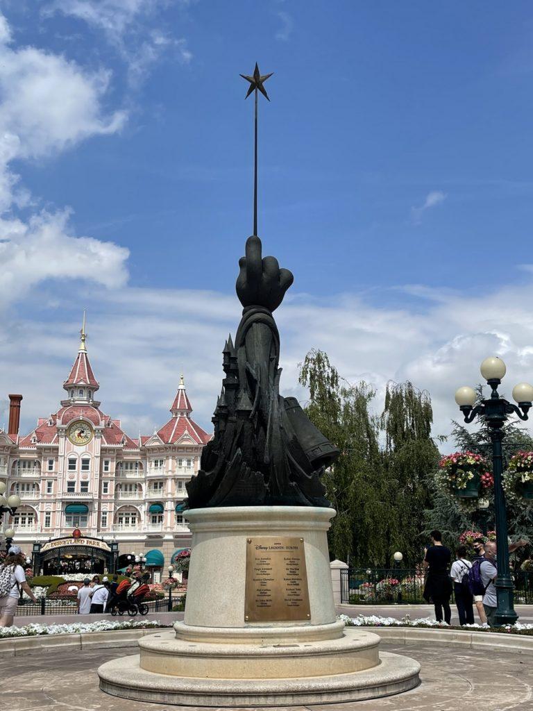 L'entrée  de Disneyland Paris lors de la réouverture