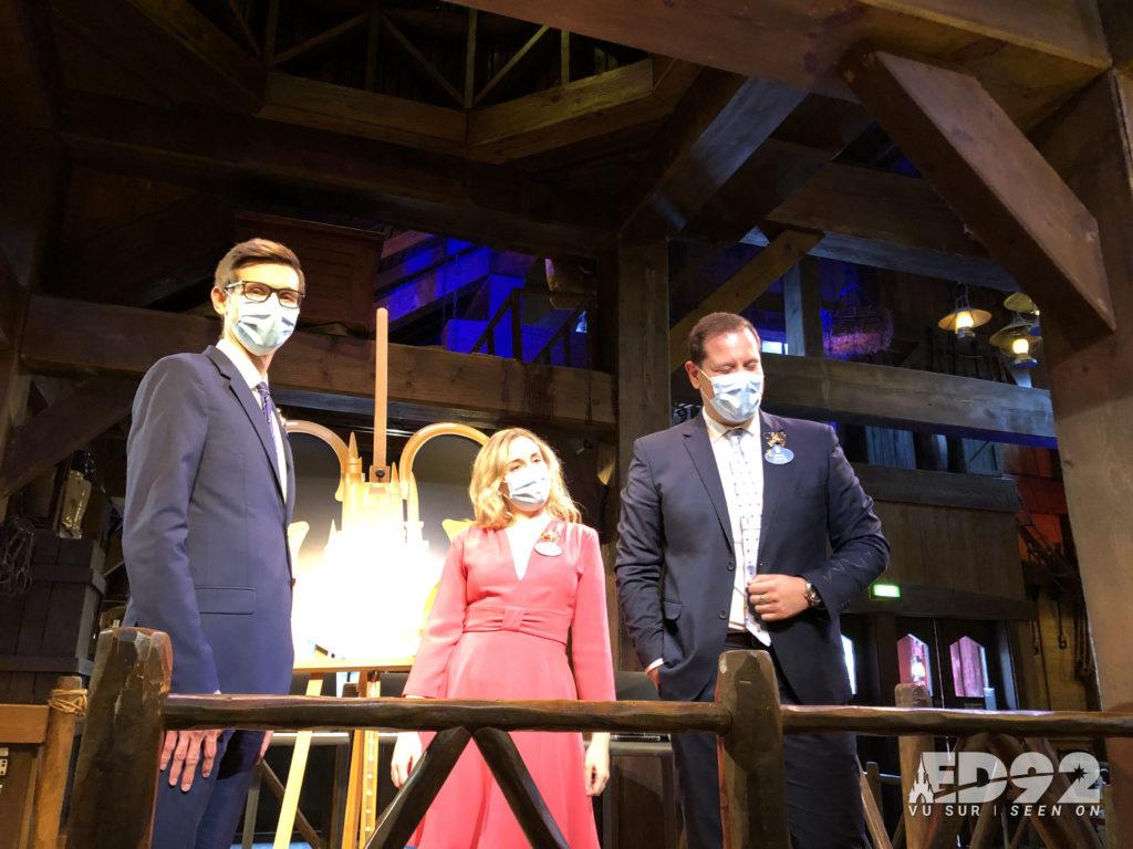 Les deux nouveaux ambassadeurs de Disneyland Paris au côté de Giona